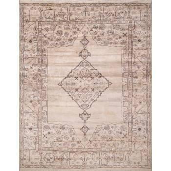 Beżowy dywan z klasycznym worem